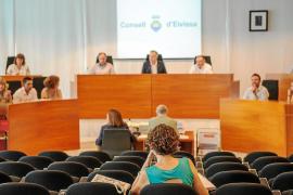PP y PSOE confían en ganar el voto de los indecisos para gobernar el Consell d'Eivissa