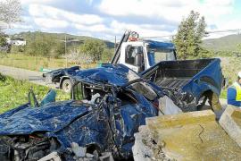 Un conductor muere y otro queda muy grave en dos accidentes en Es Figueral y Sant Josep
