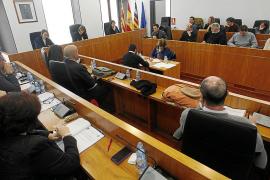 Vila insta al Consell y al Govern a ratificar sus reivindicaciones sobre el puerto
