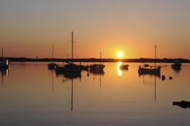Formentera retira este sábado dos barcas y una plataforma abandonadas en S'Estany des Peix