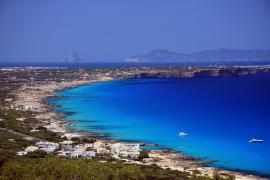 Company anuncia a Alcaraz que Formentera tendrá boyas de fondeo ecológico a partir de mayo