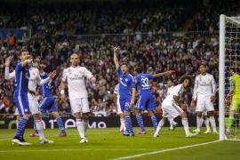 El Schalke hace tambalearse a un campeón sin personalidad