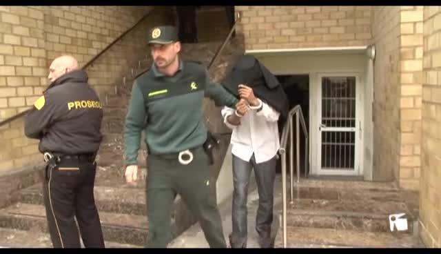 VÍDEO: Prisión sin fianza para el joven que apuñaló a una chica en Cala de Bou
