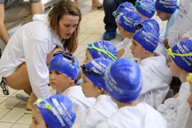 Mireia Belmonte celebra el Día Mundial del Agua con medio centenar de niños