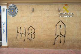 Identificados los autores de varios graffitis en Sant Antoni