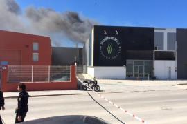 VÍDEO: El incendio en el gimnasio del polígono de es Gorg que ha calcinado el techo de la nave