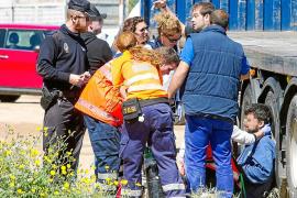 Ingresan por inhalación de humo a un operario tras el incendio de una nave industrial en Es Gorg