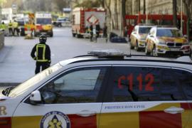 Los Tedax de la Policía inspeccionan un sobre sospechoso en Correos de Cibeles