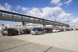 Aumentan los vehículos alquilados en la Península para hacer de taxis pirata en Eivissa
