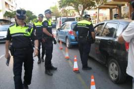 Las policías locales pitiusas denunciaron a 70 conductores y levantaron 2.080 actas en 2014