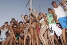 Los party boats deberán cumplir los mismos requisitos que restaurantes y discotecas