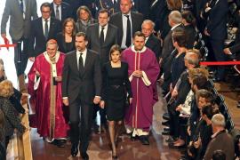 Los Reyes presiden el funeral de Estado por las víctimas del accidente aéreo en los Alpes