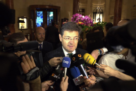 La oposición recrimina a Catalá su intento de «encubrir a corruptos» con multas a medios de comunicación