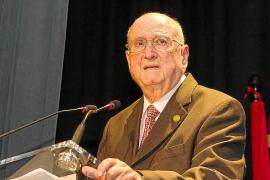 José Tur Olmo recibe la Medalla de Oro de Santa Eulària en un emotivo acto