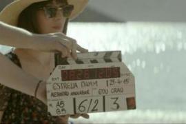 Dakota Johnson protagoniza en Eivissa el primer corto veraniego de Damm
