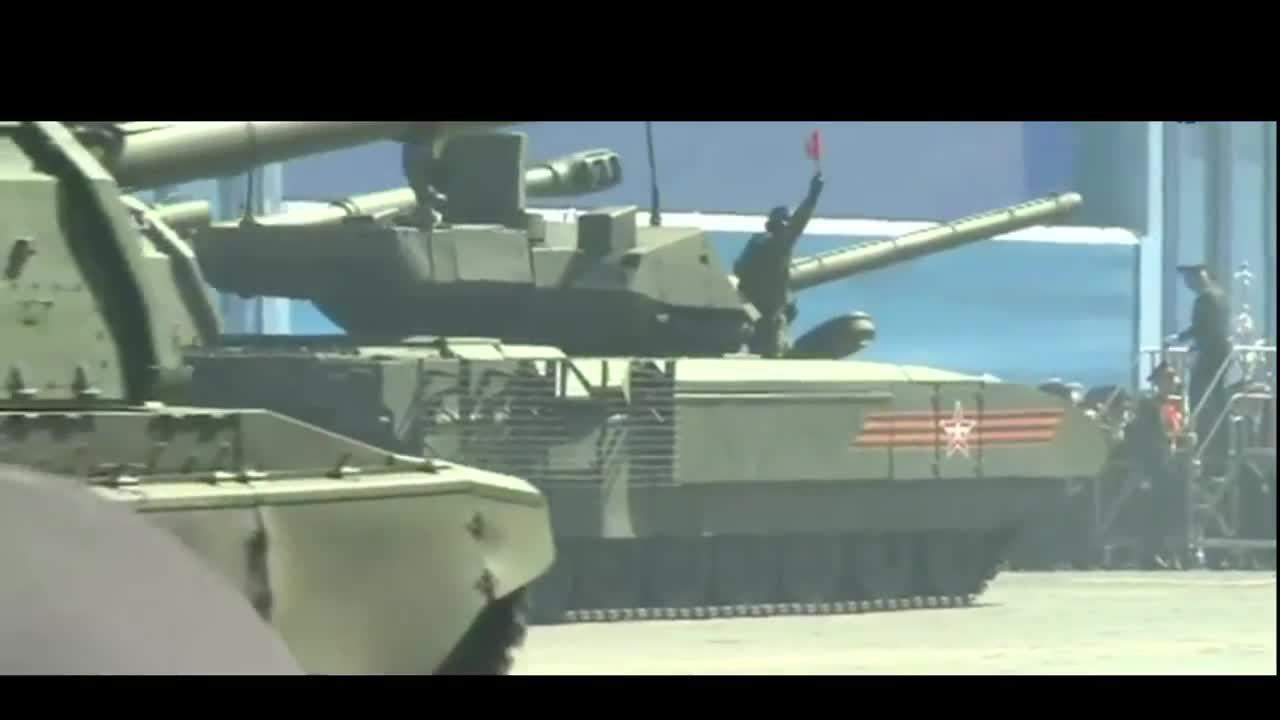 El nuevo supertanque ruso Armata T-14 se cala en plena Plaza Roja de Moscú