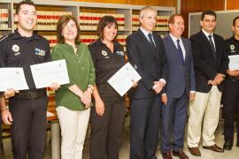 Lafuente entrega los diplomas de los cursos de Subinspector de Policía Local y del FIOP