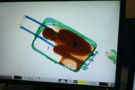 Ceuta tutela al niño hallado oculto en una maleta en un paso aduanero