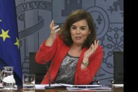 Sáenz de Santamaría pide que dejen de politizar el fútbol