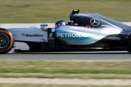 Mercedes domina los entrenamientos libres en Montmeló con Vettel al acecho