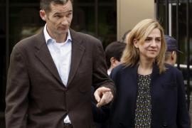 Castro embarga 2,1 millones de euros a la infanta Cristina y 13,6 a Urdangarin