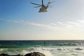 Mueren 3 personas tras estrellar su velero contra las rocas de es Caló de Sant Agustí