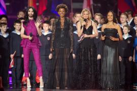 La moda sencilla se impone en Eurovisión con el blanco y negro más clásico