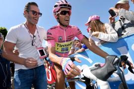 Contador salva la maglia rosa tras sobreponerse a una crisis