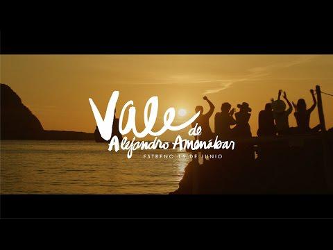 VÍDEO: Estrella Damm presenta el tráiler del anuncio rodado en Eivissa con Dakota Johnson y Quim Gutiérrez