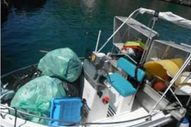 Abaqua retira casi 4 toneladas de residuos de las aguas de baño de Eivissa y Formentera