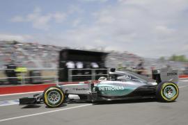 Mercedes exhibe su poderío en Canadá