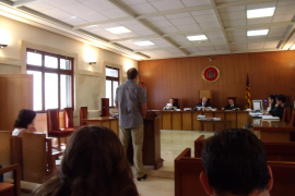 PENA DE CARCEL PARA UN POLICIA LOCAL DE PALMA POR ACOSAR CON MULTAS FALSAS A UN MATRIMONIO.
