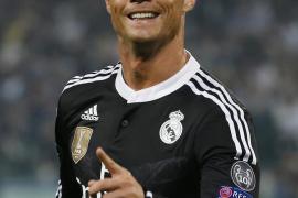 La madre de Cristiano Ronaldo, pillada con 55.000 euros en el aeropuerto de Barajas