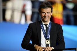 Luis Enrique renueva con el Barcelona hasta 2017