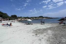 El Consell exige una limpieza total de la playa a la promotora de la fiesta en s'Estanyol