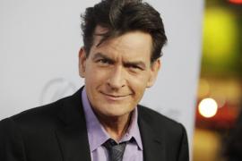 Charlie Sheen, hospitalizado por comer almejas en mal estado
