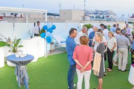 El Hotel Royal Plaza exhibe su terraza de cara al verano