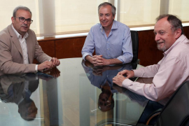 Torres insiste en que el «único pacto posible» será con Podemos, declinando la oferta del PP