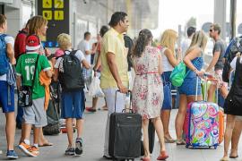 Las Pitiüses reciben hasta mayo medio millón de turistas, un 8,5% más que en 2014