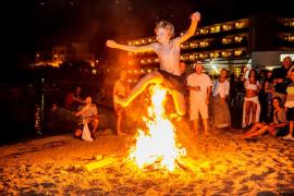 Las playas de ses Figueretes y Talamanca acogen festejos de Sant Joan
