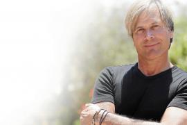 Steve Norman: «En los tiempos que corren es más importante el marketing que la música»