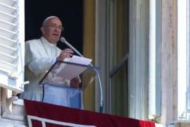 El papa Francisco hace un guiño a los jóvenes peregrinos de Eivissa