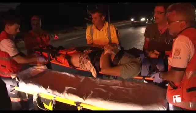 VÍDEO: Un coche vuelca y un motorista sale despedido en dos accidentes de tráfico