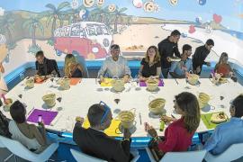 Cenando con realidad virtual