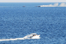 Seis tripulantes salvan la vida tras incendiarse su embarcación entre Eivissa y Formentera