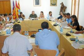 El Consell de Formentera ahorrará dinero en sueldos con reproches de la  oposición