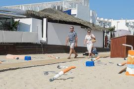 Sant Josep lanza una original campaña para mantener limpias las playas de Sant Josep