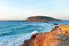 Britische Milliardäre kaufen Strandabschnitt zwischen Cala Conta und Cala Cassa