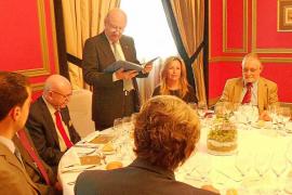 Abel Matutes Juan recibe la Insignia de Oro del Real Instituto de Estudios Europeos
