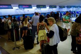 Un error informático obliga a cancelar unos 3.500 vuelos de United Airlines